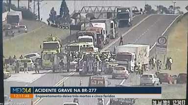 Engavetamento deixa três mortos e cinco feridos na BR-277 - Acidente foi na região de Cascavel. Rodovia estava em obras.