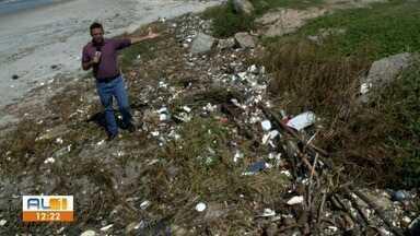 AL1 nas Comunidades flagra crime ambiental nas praias do Sobral e da Avenida - Equipe de reportagem encontrou muito lixo jogado na areia.
