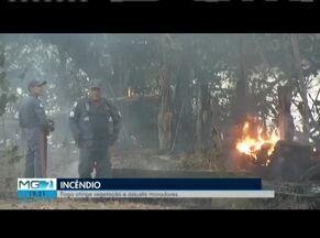 Incêndio em Valadares assusta moradores do Bairro Santos Dumont - Mais de 2 mil metros de terreno foram queimados.