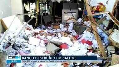 Banco ficou destruído após ataque em Salitre - Confira mais notícias em g1.globo.com/ce