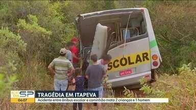 Bom Dia SP - Edição de terça-feira, 30/07/2019 - Acidente entre ônibus escolar e caminhão mata duas crianças e um homem em Itapeva. Polícia encontra cemitério clandestino em Jundiaí. Escola é invadida por criminosos pela 8º vez só este ano em Cubatão.