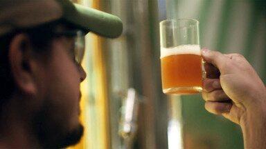 Em Busca da Cerveja Perfeita - Uma viagem ao redor do mundo e no tempo. Dirigido por Heitor Dhalia, o documentário promete revelar os maiores segredos que fazem da cerveja a bebida mais amada do planeta.
