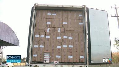 PRF apreende carreta com 500 mil cigarros contrabandeados - O motorista foi preso em flagrante