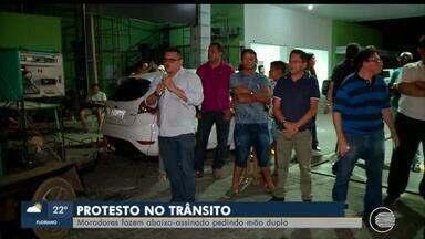 Moradores fazem protesto após mudança em avenida da Zona Norte de Teresina - Moradores fazem protesto após mudança em avenida da Zona Norte de Teresina