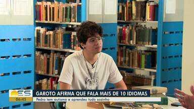 Menino com autismo fala mais de 10 idiomas e aprendeu sozinho, no ES - Garoto ama livros e mostra como aprendeu.