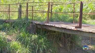 Passarelas destruídas pela chuva em Bauru ainda não foram consertadas - A situação das passarelas do Jardim Yolanda, Jardim Beija Flor e da Avenida Nuno de Assis que foram destruídas pela chuva até agora não foram consertadas.