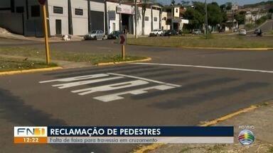 Falta de faixa de pedestre coloca em risco segurança no trânsito em Presidente Prudente - Problema foi constatado em cruzamento na Avenida Tancredo Neves.