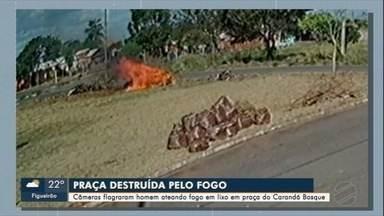 Câmera flagram homem causando incêndio em praça do bairro Carandá Bosque, na Capital - Multa pode chegar a R$ 9.356,00.