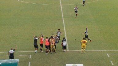Kabrine cobra falta, e Mateus desvia para o próprio gol - Manaus x Sobradinho