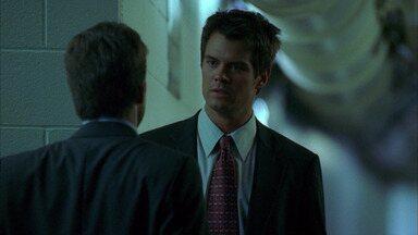 O Que Acontece em Vegas Fica em Vegas - O amigo de Danny, Greg, é encontrado morto no deserto. Um repórter está no rastro do senador Henderson, que visita o Montecito. 'Rei Arthur' é o novo espetáculo especial.