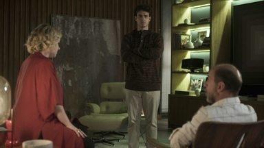 Guga discute com Max e ameaça sair de casa - Max fala mal de Serginho e diz que não quer mais Rita em sua casa. Guga se irrita