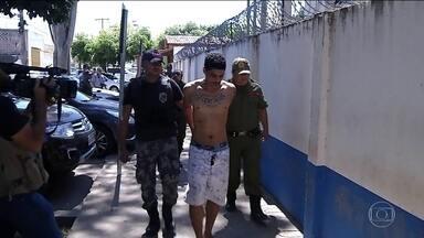 No Pará, 22 suspeitos são indiciados por morte de quatro presos em viatura - Após massacre em presídio em Altamira, que deixou 58 mortos, presos começaram a ser transferidos. No deslocamento até Belém, quatro morreram estrangulados.