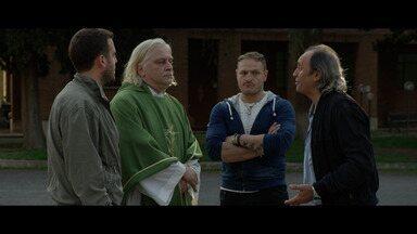 Lázaro fica - Sandra segue tentando entender os poderes da lágrima de sangue da santa sobre sua mãe. E Padre Marcello, que não tem uma boa conduta, desmaia ao ver a estátua chorando.
