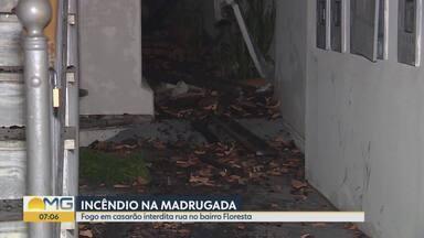 Casarão pegou fogo na madrugada, em Belo Horizonte - Casarão pegou fogo na madrugada, em Belo Horizonte