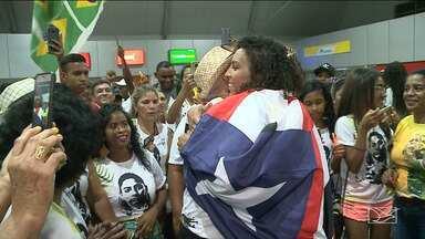 Após vitória no Pan, Ana Paula volta a São Luís para comemorar o título - Tricampeã veio comemorar com a família e os amigos.