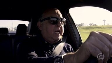 Galvão Bueno dá 'voltinha' e narra corrida com sedã - Jetta GLI tem motor 2.0 turbo.
