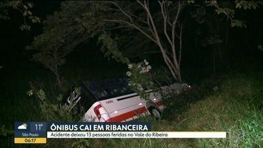 Ônibus cai em ribanceira no Vale do Ribeira - 13 pessoas ficaram feridas no acidente. Ônibus saiu de Registro em direção a Eldorado