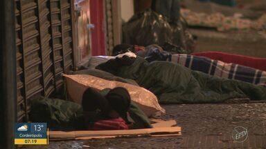Noite frias podem ter causado morte de dois moradores de rua em Campinas - Mortes acontecerem na madrugada de segunda-feira (5).