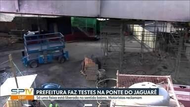 Prefeitura faz testes na estrutura da Ponte do Jaguaré - Casas de famílias que moravam em baixo da ponte pegaram fogo no dia 21 de junho.