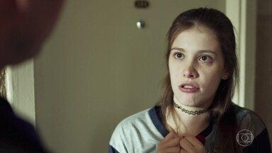 Góis exige que Anjinha mande um recado a Marco - Ela revela ao cabo que seu pai viajou para João Pessoa