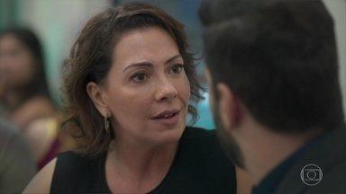 Diogo tenta convencer Nana a não terminar o casamento - O advogado compara as atitudes de Nana com as de Alberto e avisa que não deixará a mulher fazer uma loucura por causa da editora