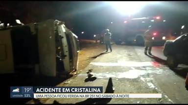 Dois carros batem de frente em Cristalina (GO) - O acidente foi entre uma caminhonete e um carro, em frente ao bairro Marajó. Só o motorista do carro se feriu e foi transportado para o Hospital de Base.