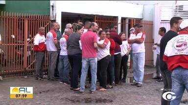 Rodoviários da Veleiro fazem nova paralisação para cobrar salários atrasados - Categoria cruzou os braços na última sexta-feira (9).