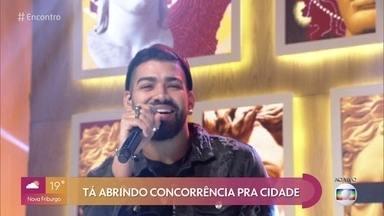 Dilsinho canta 'Santo Forte' - Confira
