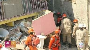 Menino de 3 anos é resgatado de desabamento no Rio de Janeiro - Criança foi retirada dos escombros cerca de meia hora depois de a mãe ser socorrida. Os dois estavam em uma casa que desabou nesta segunda pela manhã na zona oeste do Rio