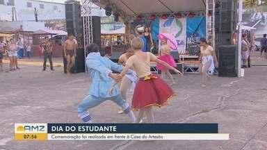 Dia do Estudante foi celebrado com programação em escola e em praça na orla de Macapá - Celebrações ocorreram no domingo (11).
