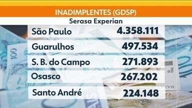 Mais de 15 milhões de paulistas estão inadimplentes - Ao todo, 43% dos adultos de São Paulo estão inadimplentes. Osasco é a cidade que proporcionalmente tem mais gente devendo na Grande SP.