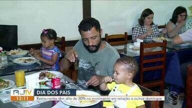 Restaurantes têm aumento de 30% no movimento no Dia dos Pais - Data é a terceira melhor para o setor, atrás apenas do Dia das Mães e do Dia dos Namorados.