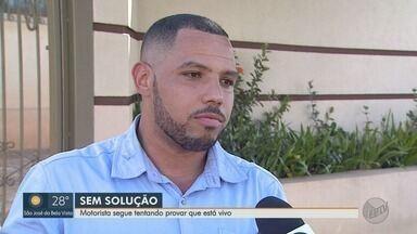 Motorista segue tentando provar que está vivo em Cravinhos, SP - Confusão está no registro de um homem, com o mesmo nome e data de nascimento, que morreu há sete anos.