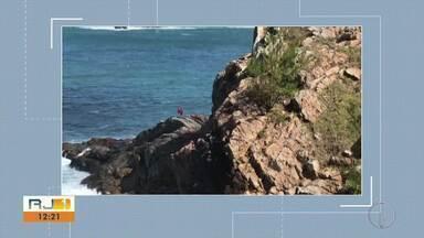 Buscas por cabo da Marinha são realizadas no mar de Arraial do Cabo - Homem de 28 anos desapareceu no Lago do Amor no domingo (11).