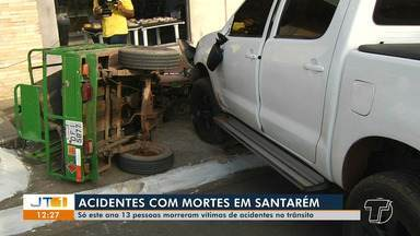 Condutor não consegue frear e caminhonete atinge carro funerário e triciclo em Santarém - Acidente aconteceu na manhã desta segunda-feira (11). Ninguém ficou ferido.