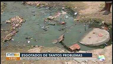 Moradores reclamam de esgosto estourado em bairro de Caruaru - Além do esgoto, moradores reclamam de lixo e mato alto no local.