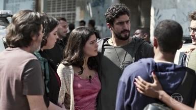 Todos comemoram o resgate de Laila - Almeidinha diz que atitude de Jamil foi inadequada, mas se alegra por ter dado certo