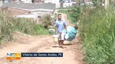 Acesso a bairro de Vitória de Santo Antão está sem calçamento, com lama e buracos - Moradores do bairro Luiz Gonzaga afirmam que está difícil subir a ladeira até de carro ou moto.