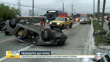 Capotamento na Ponte do Socorro - Cinco pessoas ficaram feridas e o trânsito travou na zona sul da capital paulista
