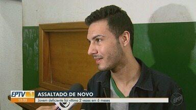 Jovem cego é vítima de roubo pela 2ª vez em 6 meses em Ribeirão Preto, SP - Estudante teve o celular levado por assaltantes enquanto esperava por ônibus.
