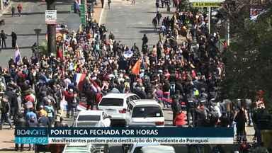 Manifestantes e polícia paraguaia entram em confronto em Cidade do Leste, no Paraguai - Acordo bilateral da Itaipu causou crise política no país. Lojas fecharam e o trânsito na Ponte Internacional da Amizade foi interrompido.