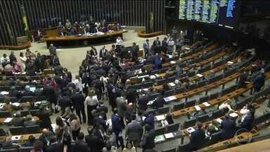 Câmara conclui votação da MP da Liberdade Econômica e texto segue para o Senado - Texto-base aprovado libera o trabalho aos domingos, mas deixa claro que o trabalhador terá um domingo de folga a cada três domingos trabalhados.