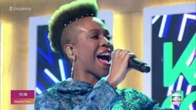 Karol Conka canta 'Bem-sucedida' - Confira