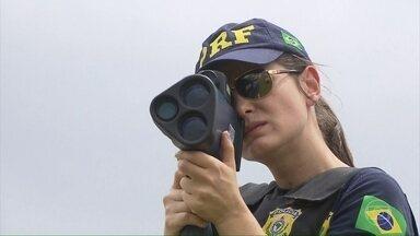 Bolsonaro determina a suspensão do uso de radares móveis nas rodovias federais - A data para a regra começar a valer ainda não está definida, mas a decisão foi publicada no Diário Oficial desta quinta-feira (15).
