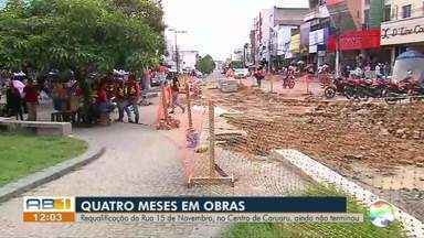 Obras de requalificação da Rua 15 de Novembro completam quatro meses, em Caruaru - Várias mudanças estão sendo feitas na via, que é uma das principais do Centro da cidade.