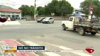 Moradores cobram melhoria em trânsito do bairro Barcelona, na Serra, ES - Trecho é perigoso e mortes foram registradas no local. Motoristas reclamam da sinalização precária.