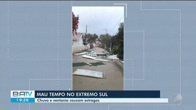 Ventania destelha restaurante em Santa Cruz Cabrália - Houve estragos em diferentes pontos do município.