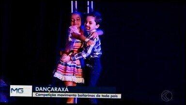 Mais de 1,7 mil bailarinos sobem ao palco durante o Dançaraxá - Evento ocorre até domingo e reúne dançarinos de quatro estados brasileiros.