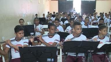 Escola de Música do Bom Menino das Mercês completa 26 anos - Atualmente, quase 500 jovens matriculados no local são qualificados por meio da música.