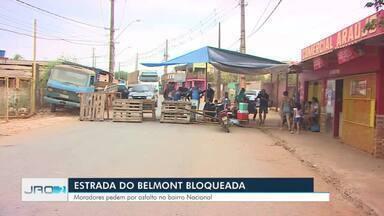 Manifestantes fecham Estrada da Penal - Moradores pedem pavimentação da região.